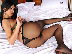 Sexy shemale Renata Araujo loves wearing pantyhose, but she loves getting them ripped open for action even more. These two start off kissing and fondling each other, before you know it her nylons are from TS Pantyhose